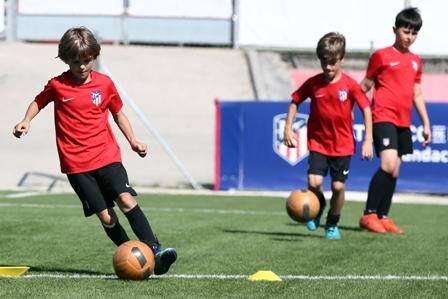 NEW Atletico de Madrid - camp officiel à Lonay